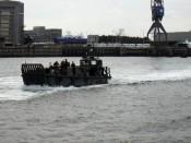 Mariniers op weg naar hun demonstratie
